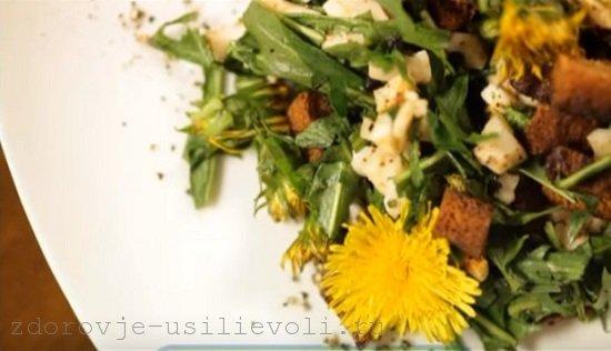 salat iz list'ev i cvetkov oduvanchikov